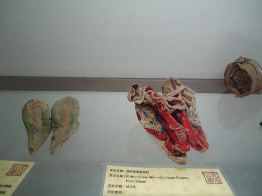 Ching Dynasty shoes when women bind their feet