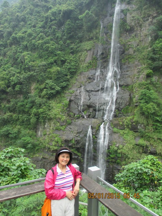 The 80 m high Wulai Waterfall. Volume substantially reduced by the drought.