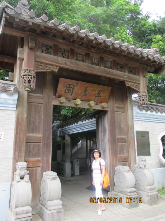 Many also overlook Zhishan Garden, a nice Song and Ming Dynasty style garden.